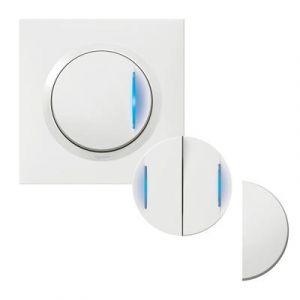 Transformeur pour réaliser 5 fonctions lumineuses dooxie one livré avec plaque carrée blanche et griffes